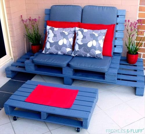pallet lounge with pallet table and pallet sofa